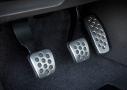 Buick Verano Turbo: dentro del habitáculo equipará pedalier metalico.
