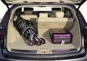 Infiniti FX 2012: a tenor de su tamaño el maletero se queda en unos escuetos  410 litros, que podemos ampliar hasta los 1.305 litros si abatimos los asientos de la segunda fila.