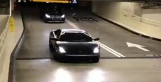 Lamborghini evitando parking