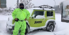 El director de eBent, Fernando Bello junto al Suzuki Jimny utilizado para el rescate