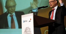 El ministro de Hacienda, Cristóbal Montoro durante su intervención en el foro