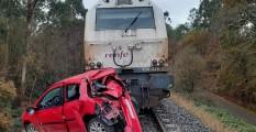 Así quedó el coche de este conductor en estado de embriaguez tras ser embestido por el tren