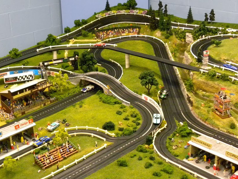 Slot mods slot car raceway motorfan for Decoracion circuitos slot